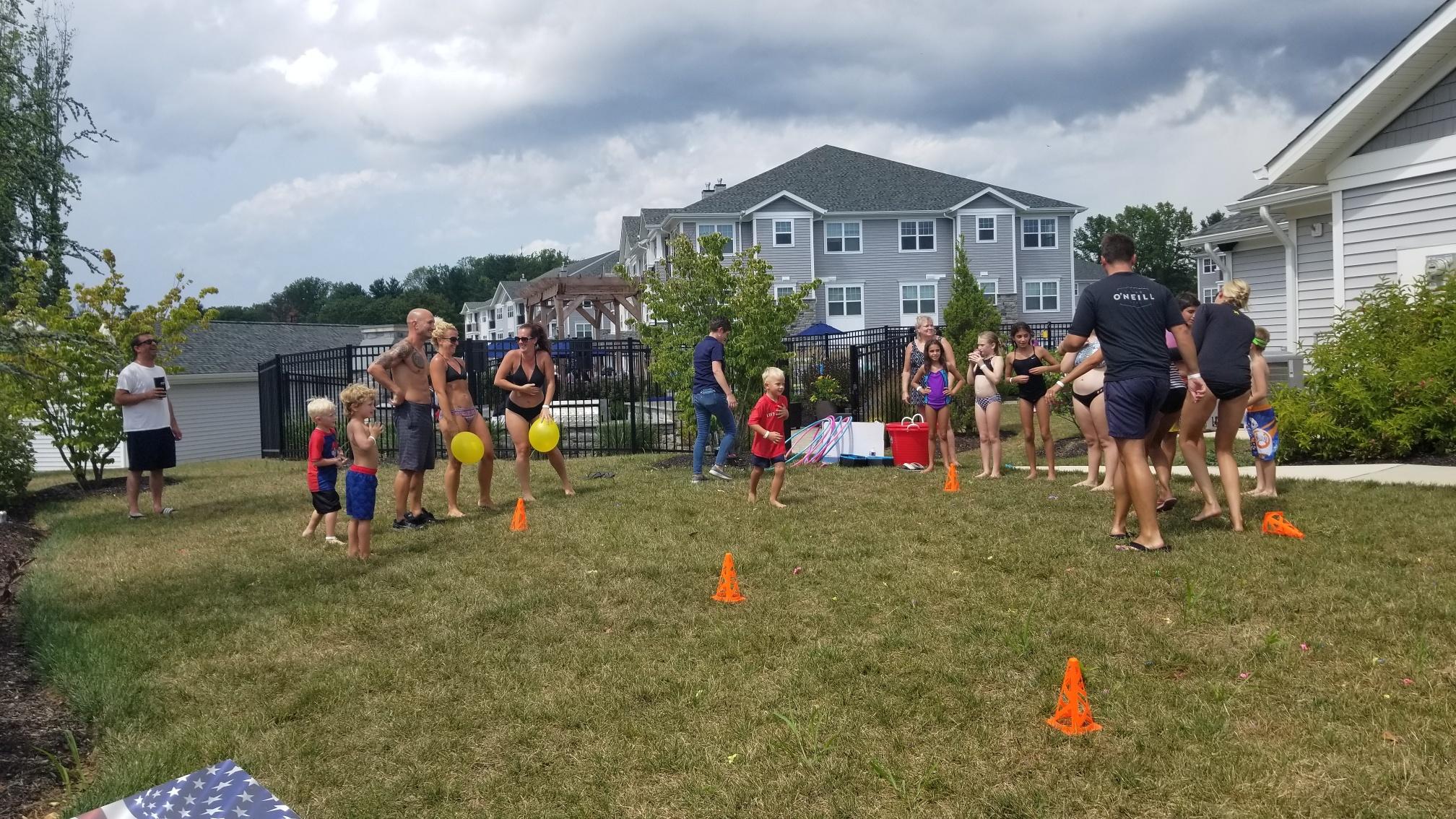 2019 Avanti Apartments Pool Party - Balloon Races