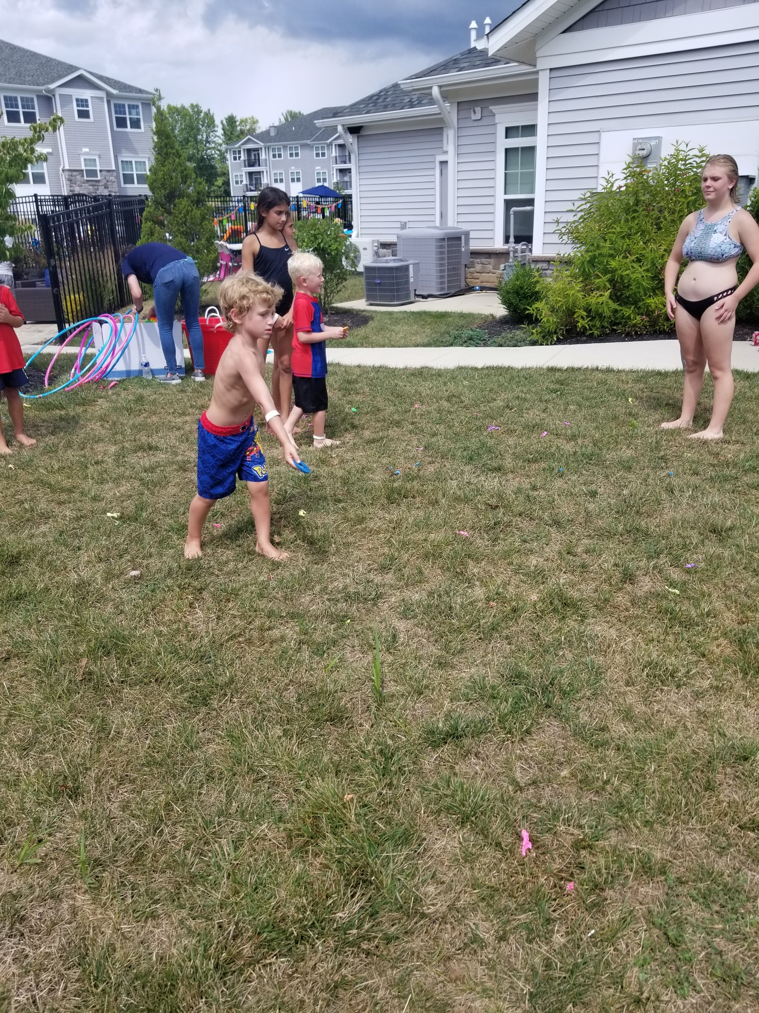 2019 Avanti Apartments Pool Party - Lawn Games