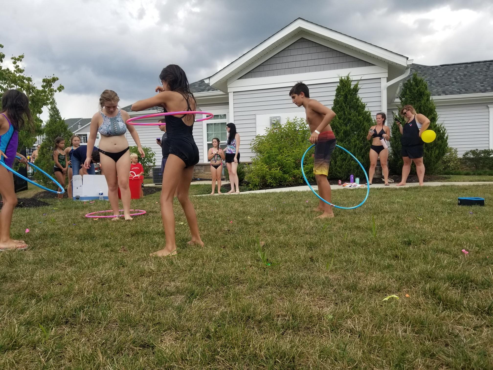 2019 Avanti Apartments Pool Party - Hula Hooping