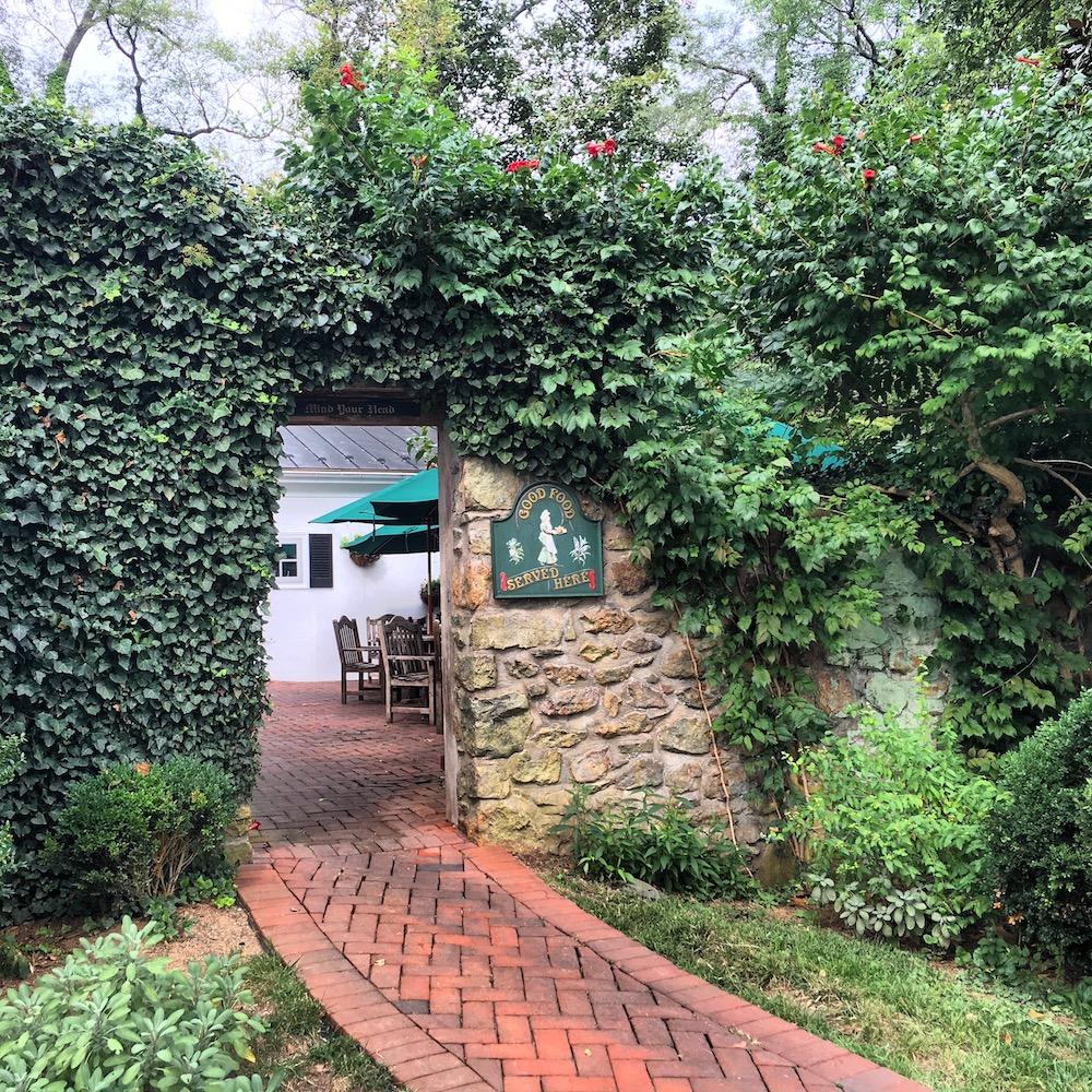 Hunter's Head Tavern in Upperville