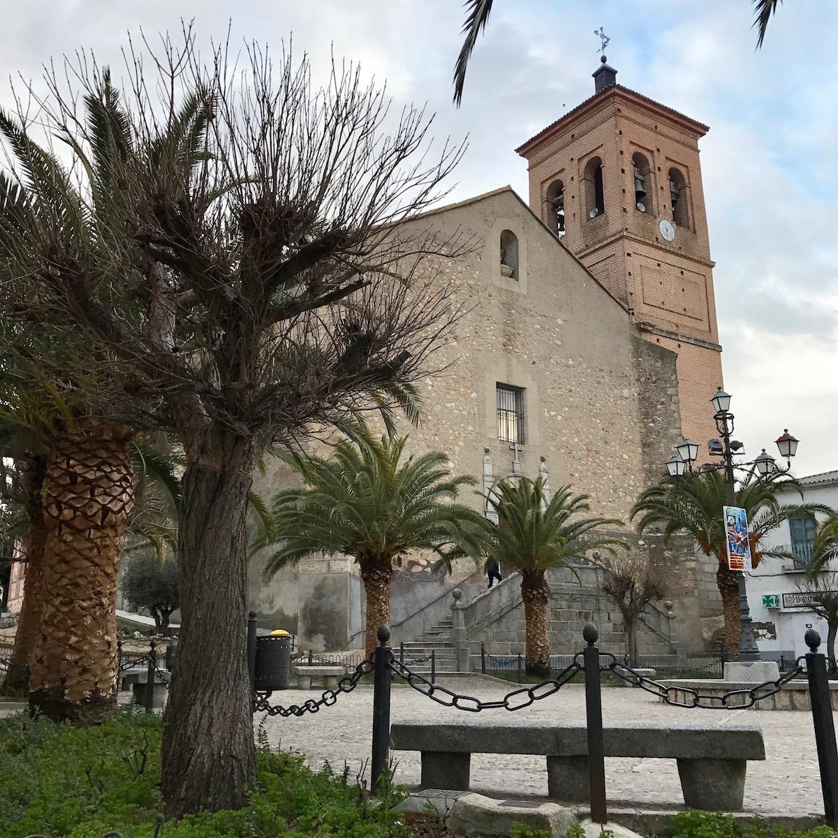 In the center of La Torre de Esteban Hambrán.