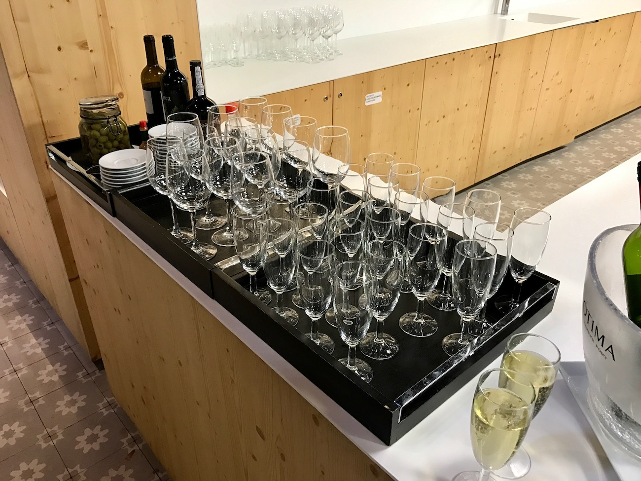 Red, white, and sparkling wine is self serve in Lisbon's ANA lounge.