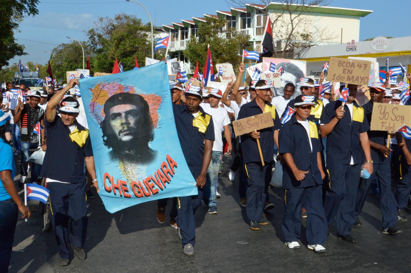 Varadero-May-Workers-Day-parade-Che-Guevara.jpg