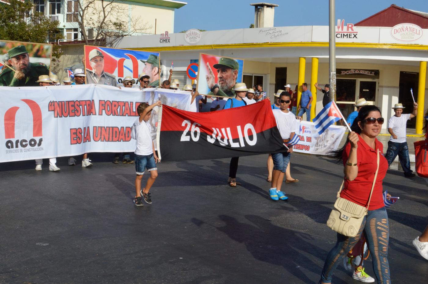 Varadero-May-Workers-Day-parade-Fidel.jpg