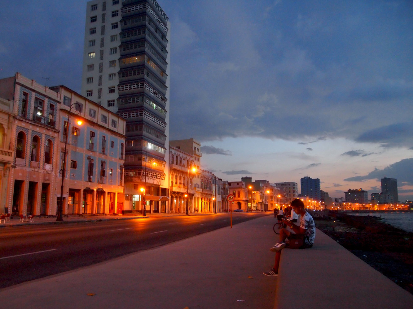 Cuba-Havana-Malecon-Evening-Lights
