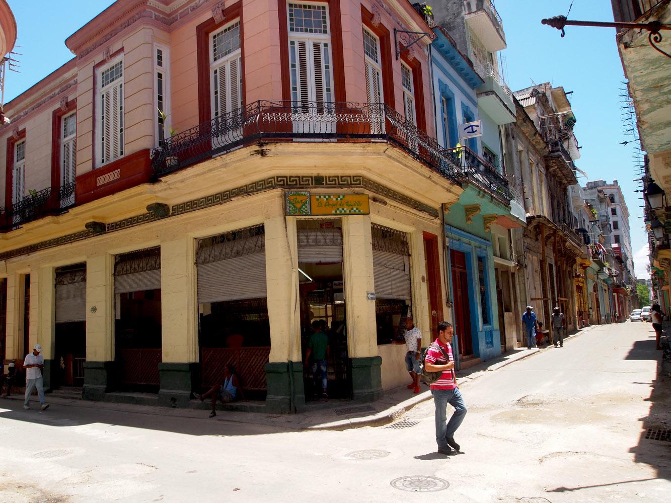 Cuba-Havana-Vieja-Street-People
