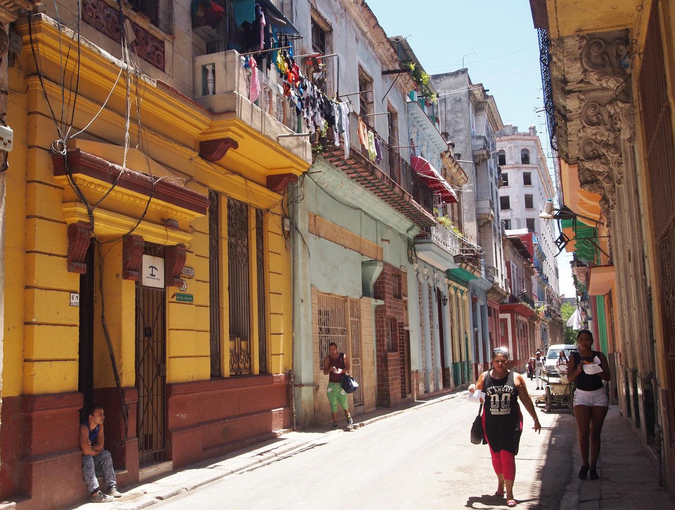 Cuba-Havana-Vieja-Street-Local-People.jpg