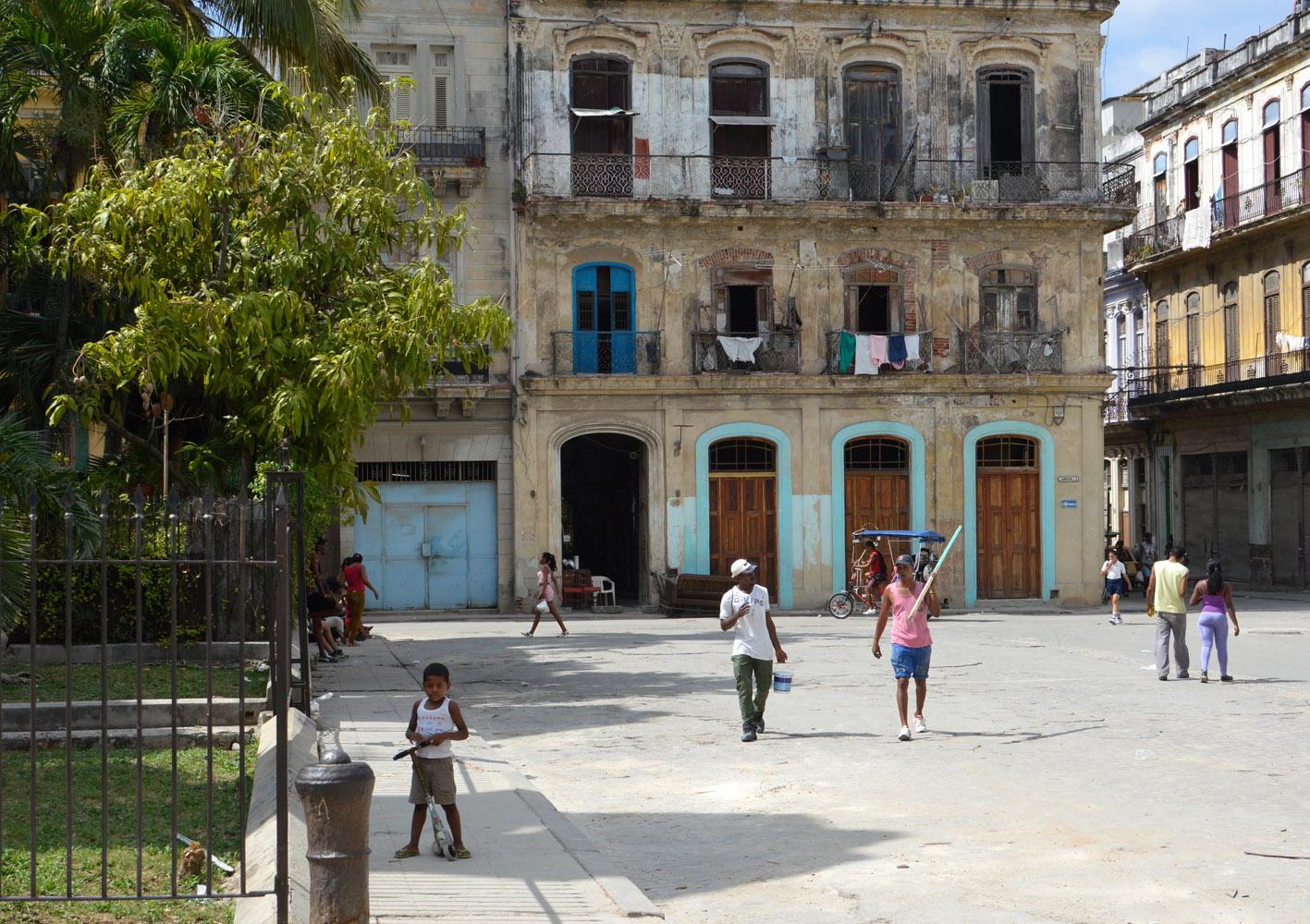 Cuba-Havana-People-Street.jpg