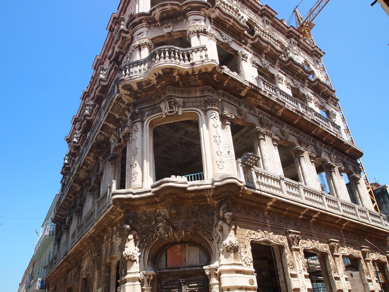 Cuba-Havana-Old-Beautiful-Building.jpg