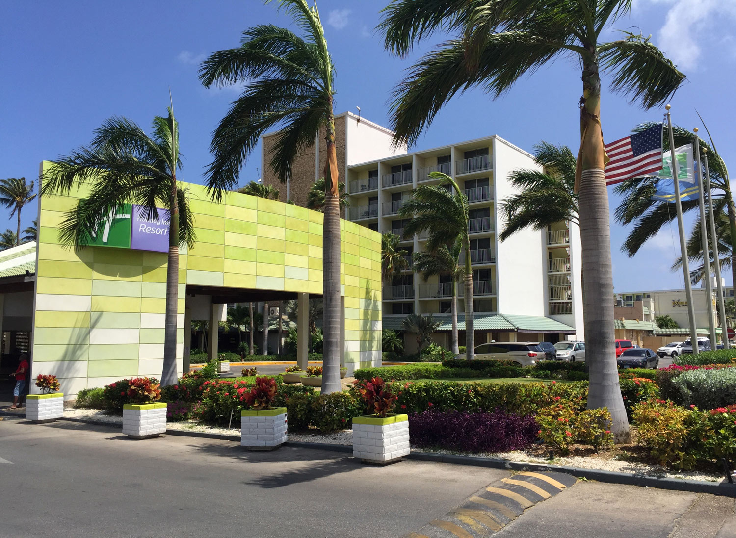 Holiday-Inn-Aruba-Palm-beach-front-entrance.jpg