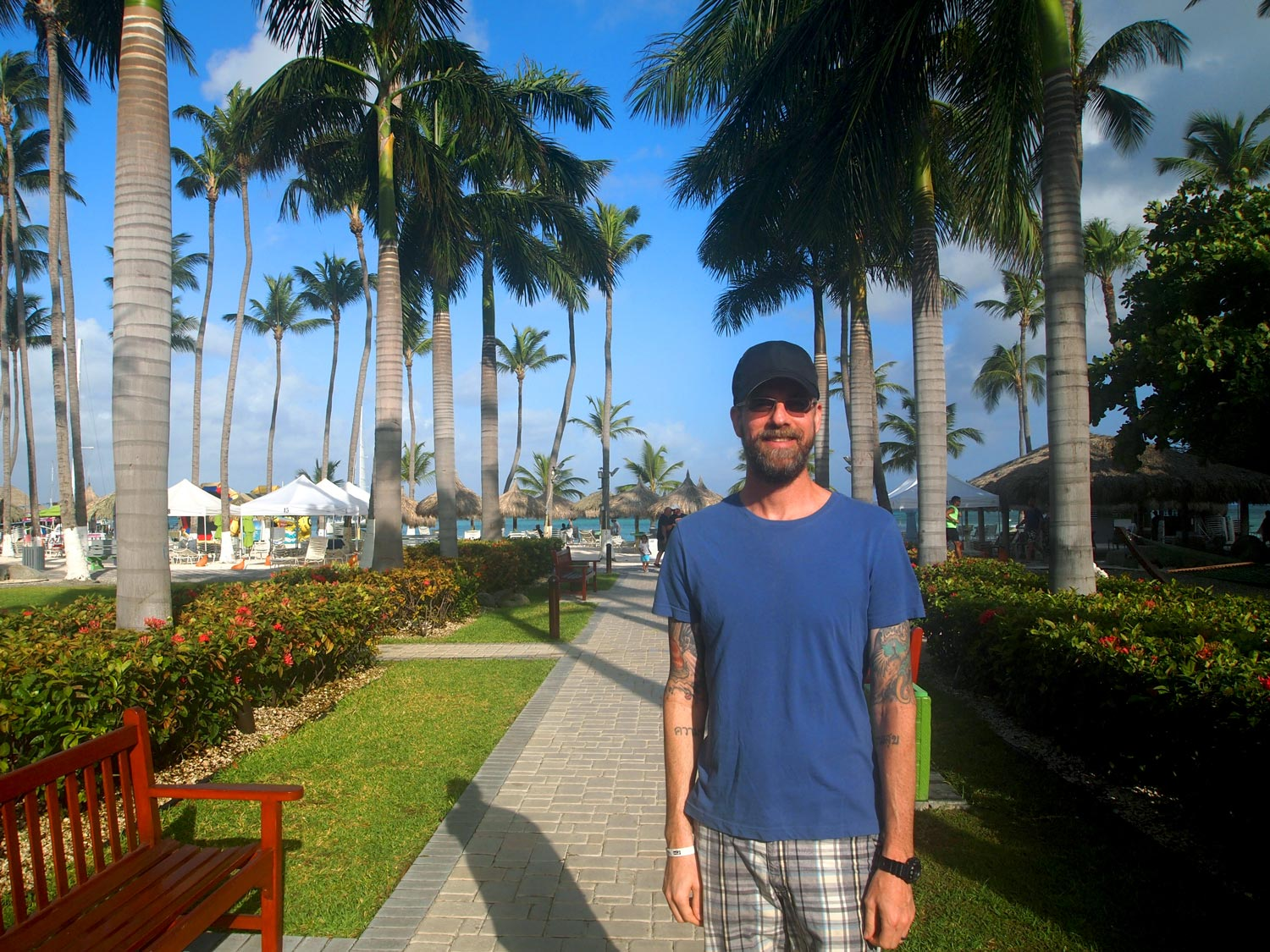 Aruba-Holiday-Inn-Grounds-walkway-Brian.jpg