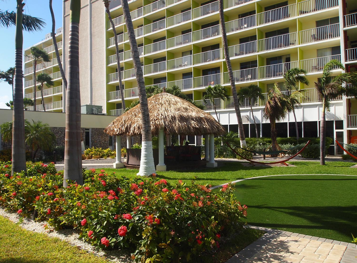 Holiday-Inn-Aruba-balconies-rooms.jpg