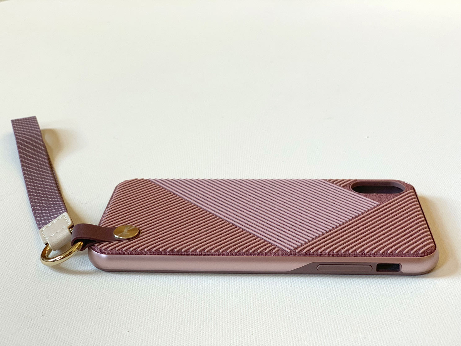 IPhone-XS-Max-Moshi-Altra-Case-With-Strap-side.jpg
