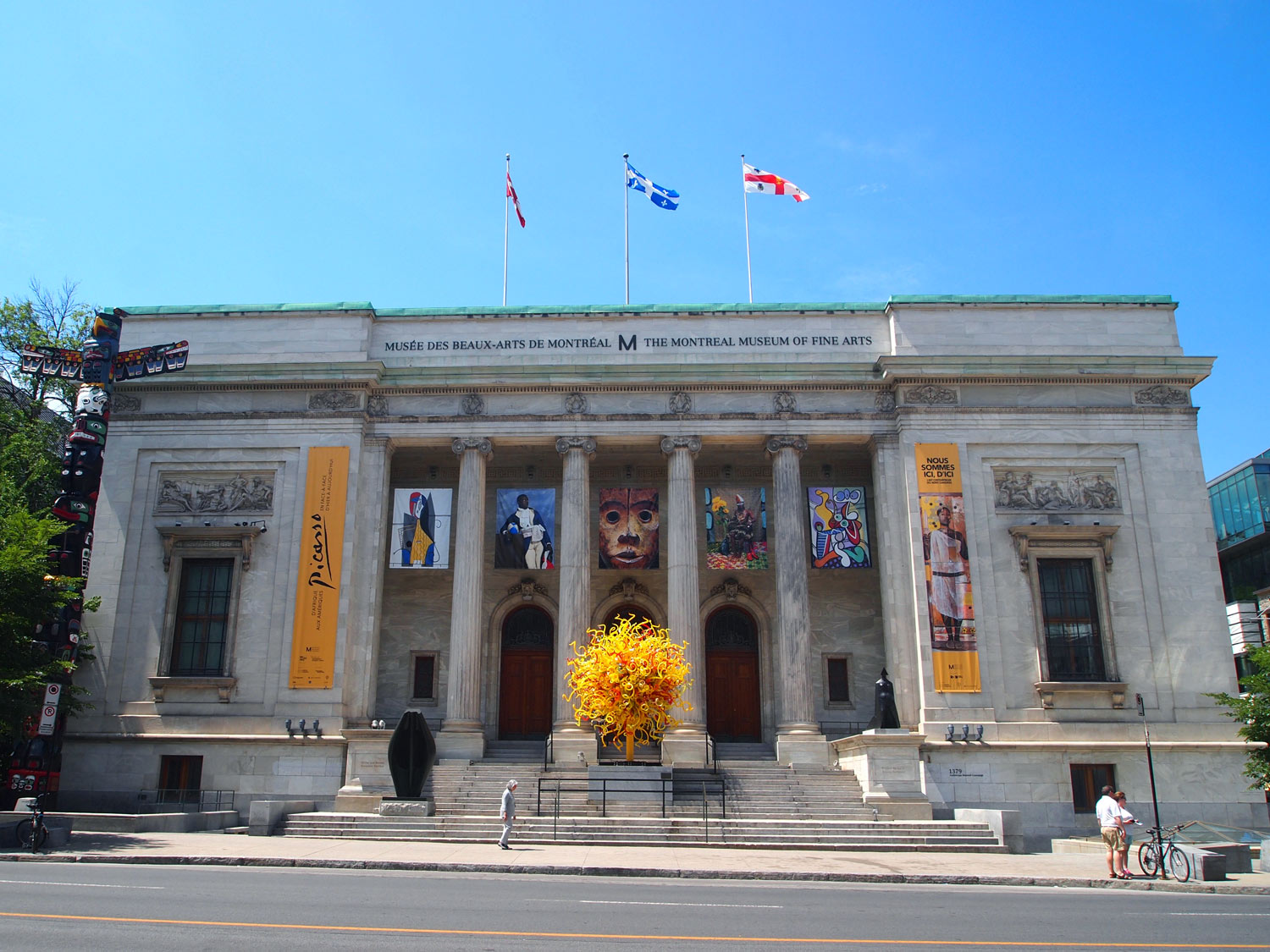 Montreal-Museum-Fine-Arts-building-Chihuly.jpg