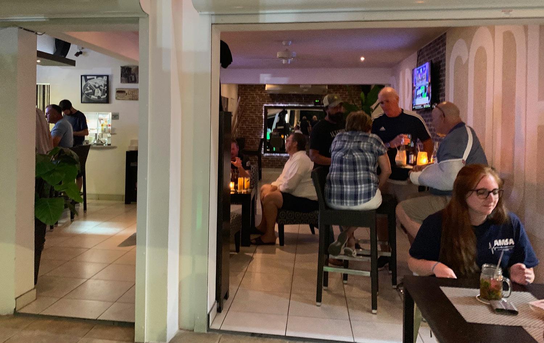 Saint-Martin-Restaurant-Bar-Code-inside.jpg