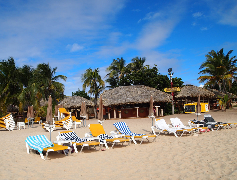 Saint-Martin-Pinel-island-Yellow-Beach-restaurant-bar.jpg