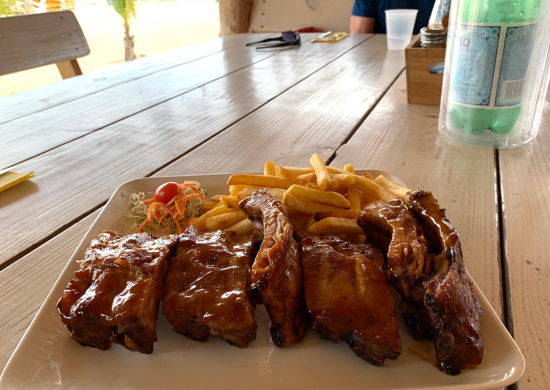 Saint-Martin-Pinel-island-Yellow-Beach-restaurant-ribs.jpg