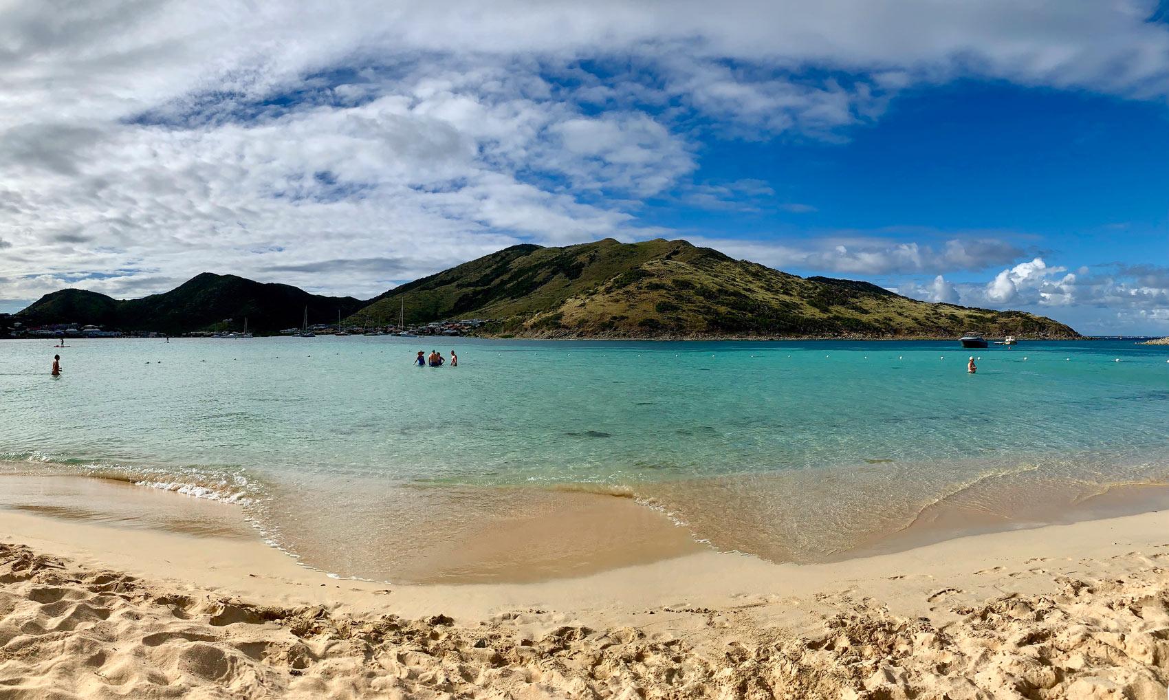 Saint-Martin-Pinel-Island-beach-Panorama.jpg