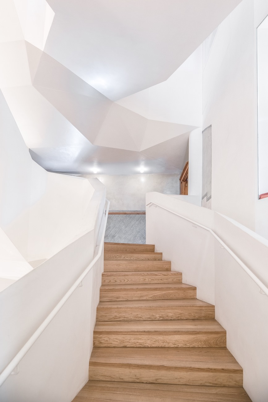 White-Staircase-01.jpg