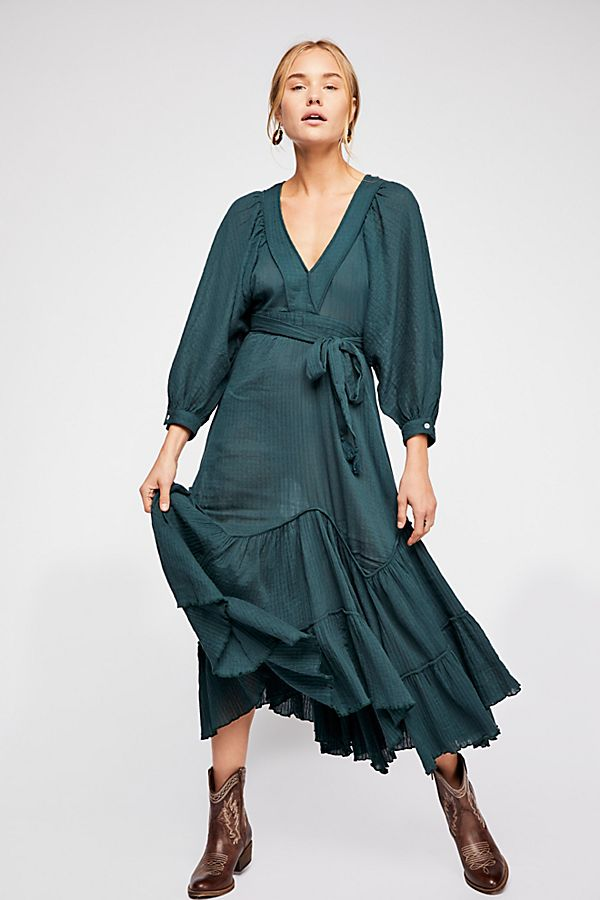 Free People I Need to Know Dress in Emerald Vine - Price: $128.00Size: MediumYou Get: One style consultation, One Mini Session (20 minutes) for up to 4 people and 10 digital images.$250.00 value