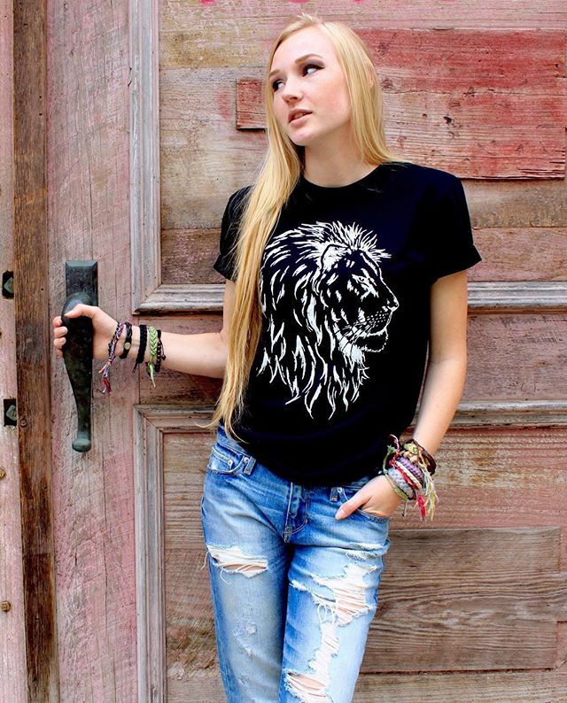 Save a Lion 🦁 tees, hand silkscreened on comfortable organic cotton, help protect big cats in the wild. Shop link in bio to make a difference by what you wear. #savelions #savebigcats #lions #organic #sustainableliving #bigcatsinitiative #racingextinction