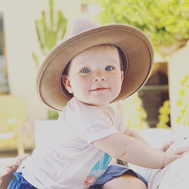 8 months of elliot! and already stealing my hats.