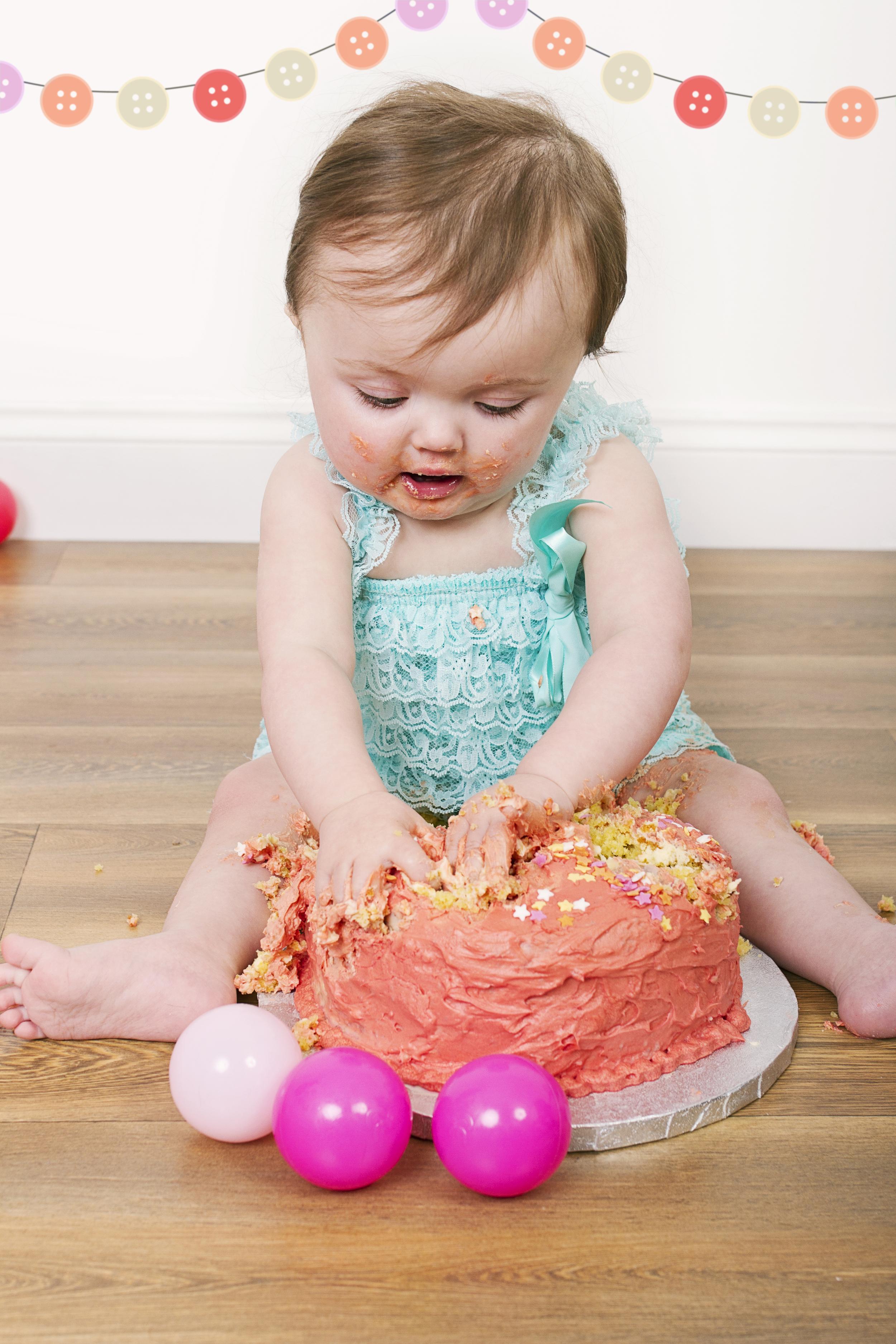 Layla 1 Year_0083 bunting.jpg