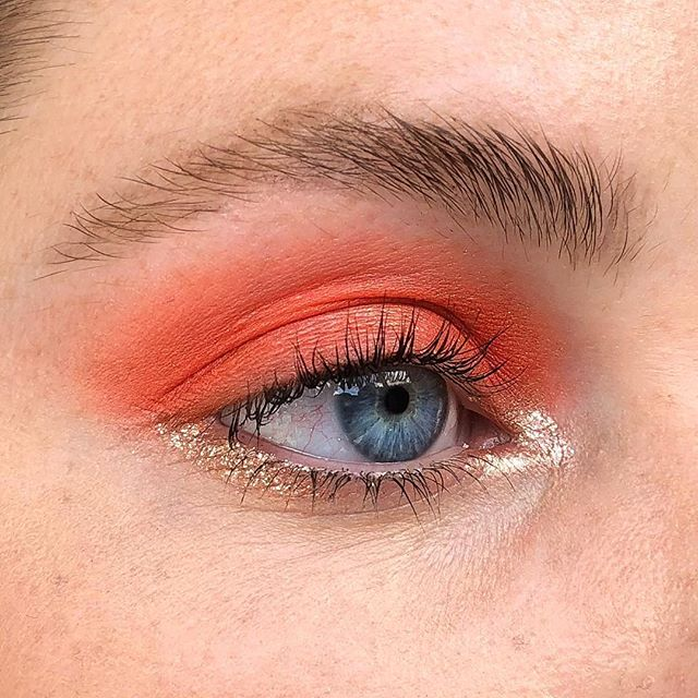 Classic, natural, subtle, everyday blood-orange eye with glitter. V casual, v soft, no one will even be able to tell ya have makeup on tbh 🕵🏼‍♀️ PRODUCTS M.AC. Paint Pot in Painterly SUQQU Designing Colour Eyeshadow in 116 (Limited Edition)  Stila Magnificent Metals Liquid Shadow (I think the colour is called 'Stylish') Rimmel Brow This Way Pencil Chantecaille Faux Cils Mascara @chantecaille @maccosmeticsaustralia @stilacosmetics @suqqu_uk_official @suqqu_official @rimmellondonnz