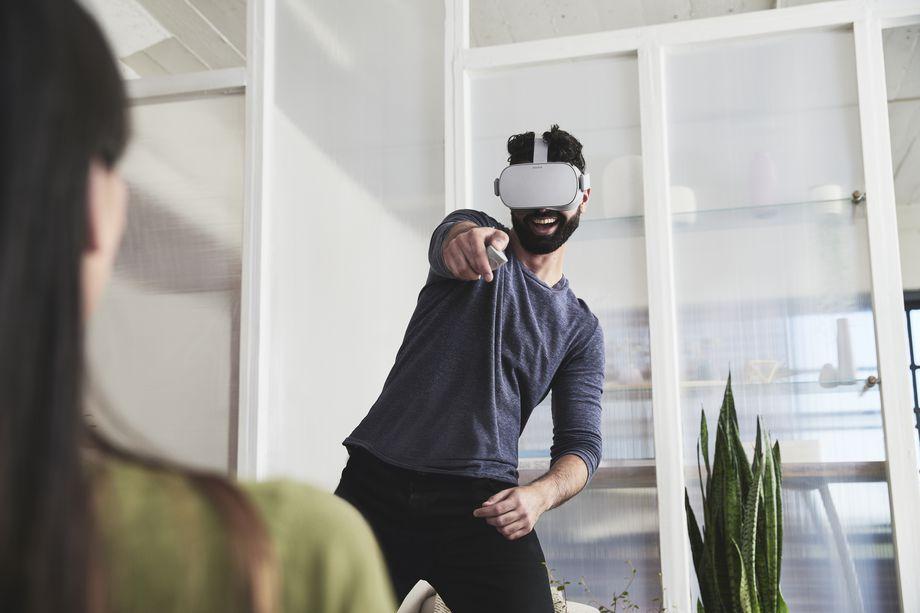 Oculus_Go_Lifestyle_Shot_2.0.jpg