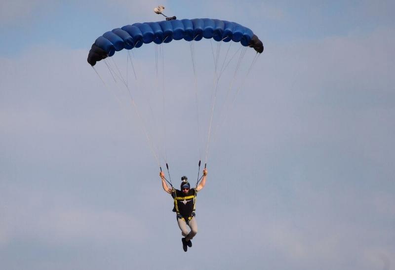 IMG-parachute