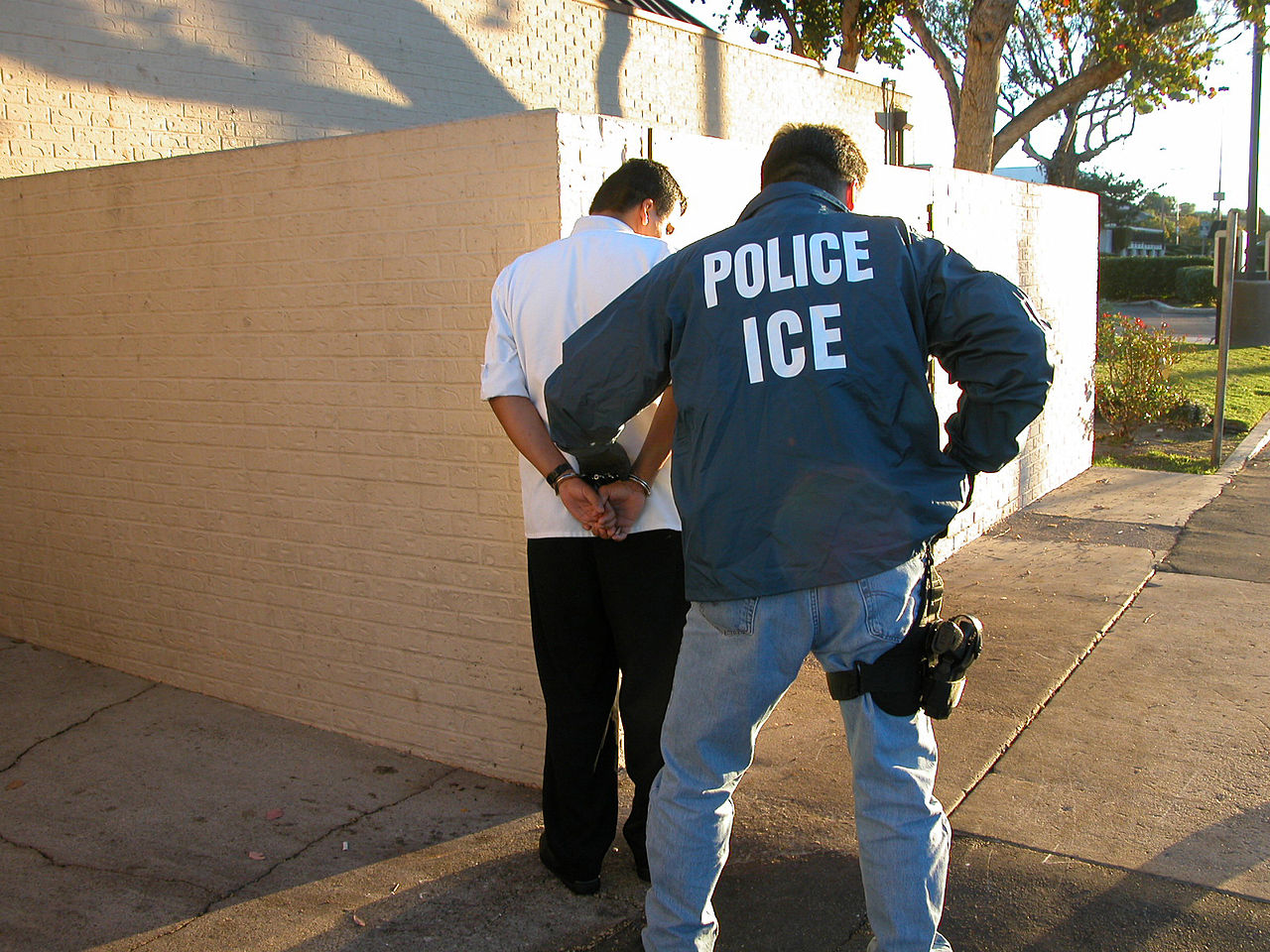 1280px-US_Immigration_and_Customs_Enforcement_arrest.jpg