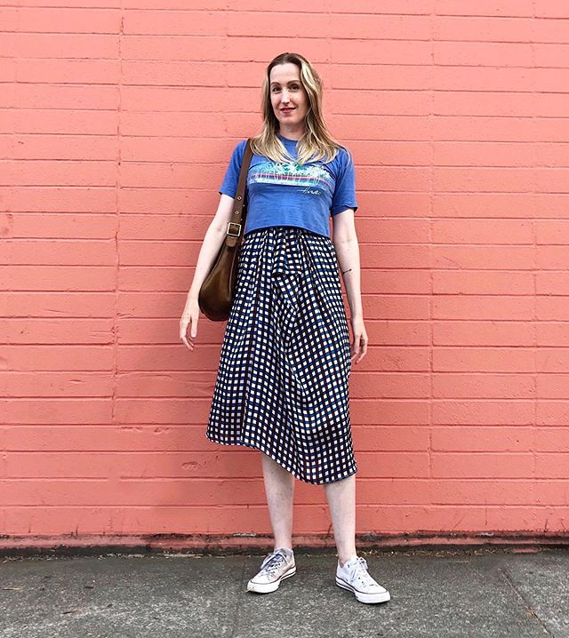 As close as I'll get to a crop top - at least for now.  vintage shirt - @afterlifeboutique  skirt - @christianwijnants  vintage bag - @deargolden  sneakers - @converse
