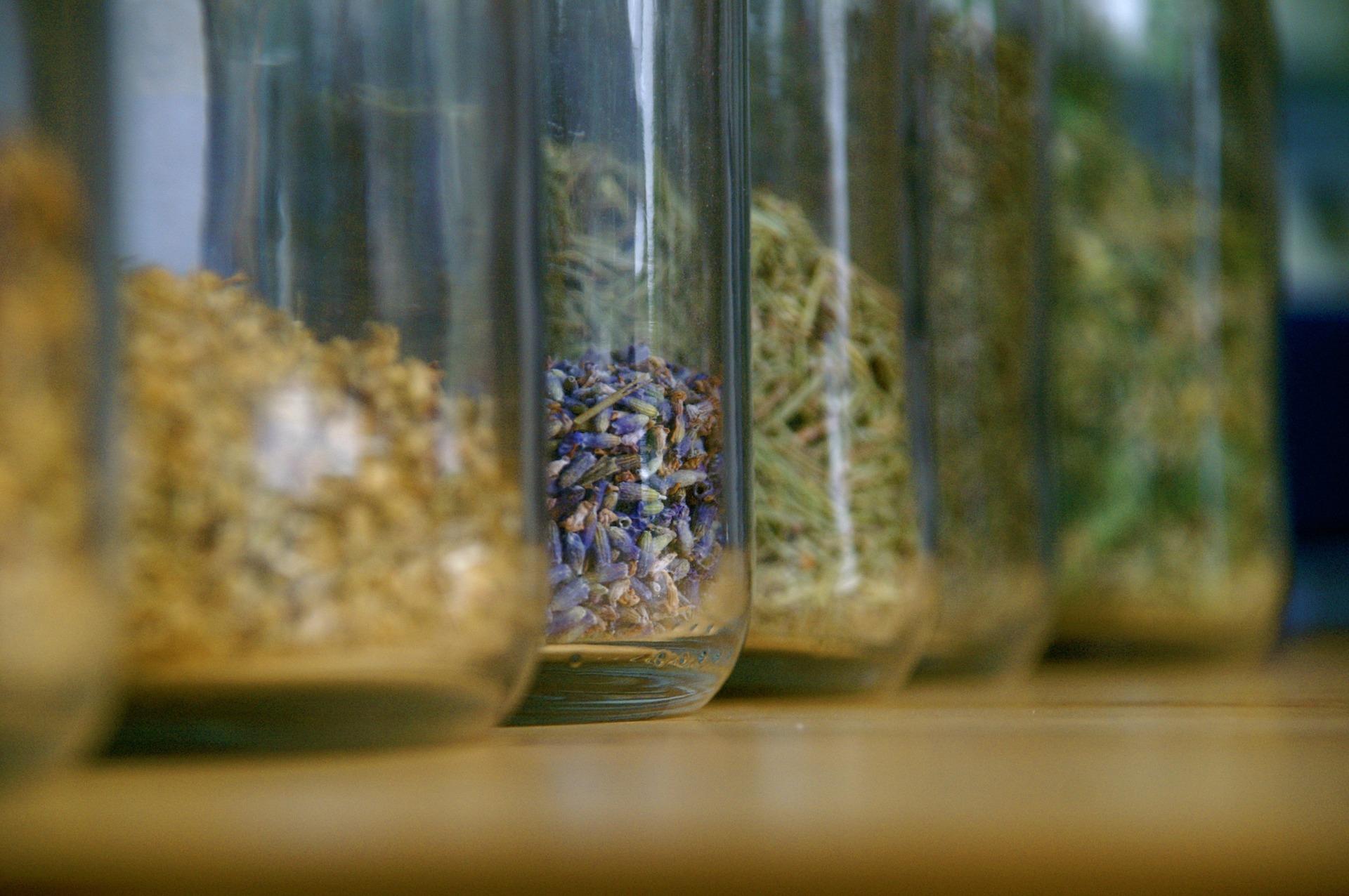 herbs-1428787_1920.jpg