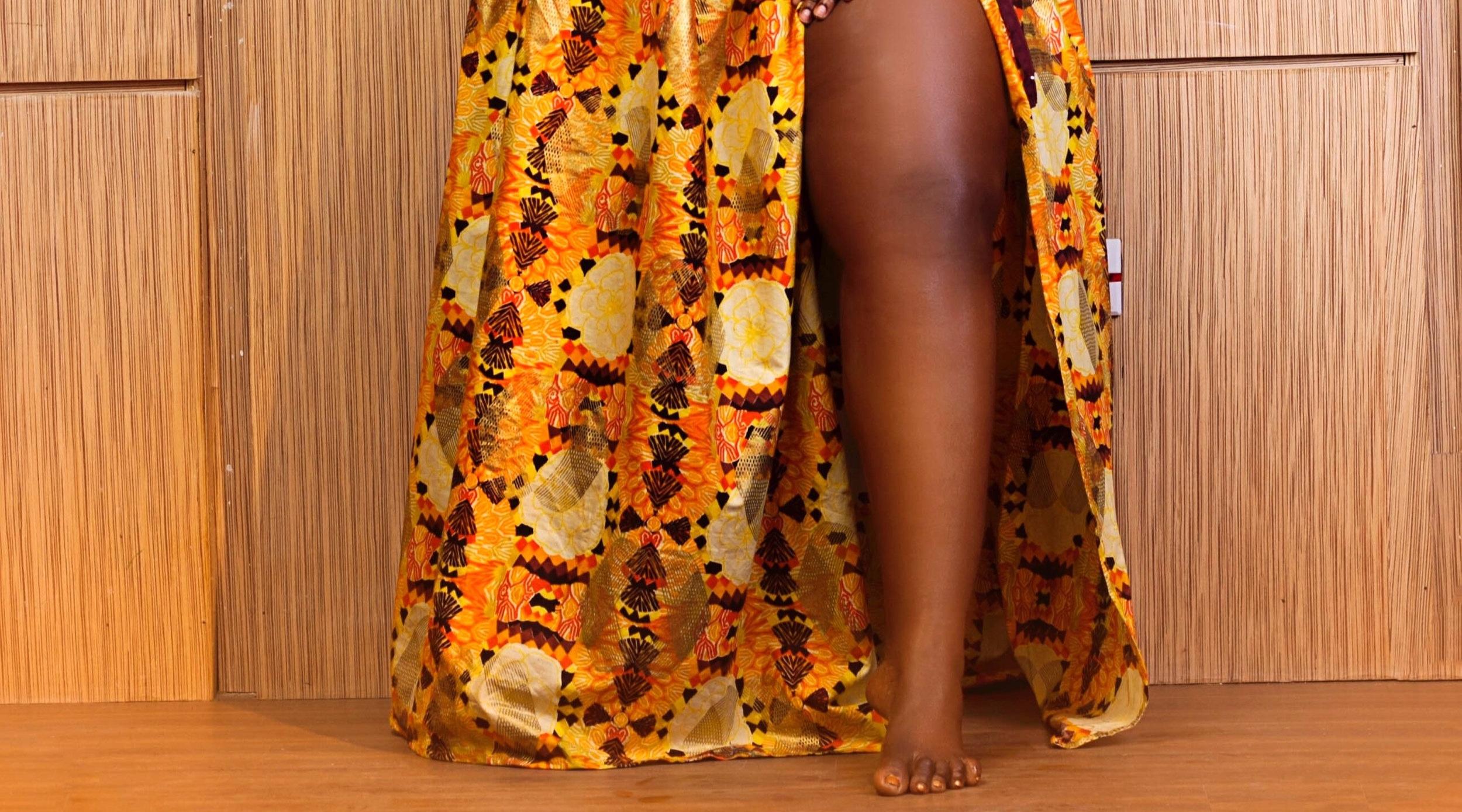 barefoot-elegant-fashion-2395921.jpg