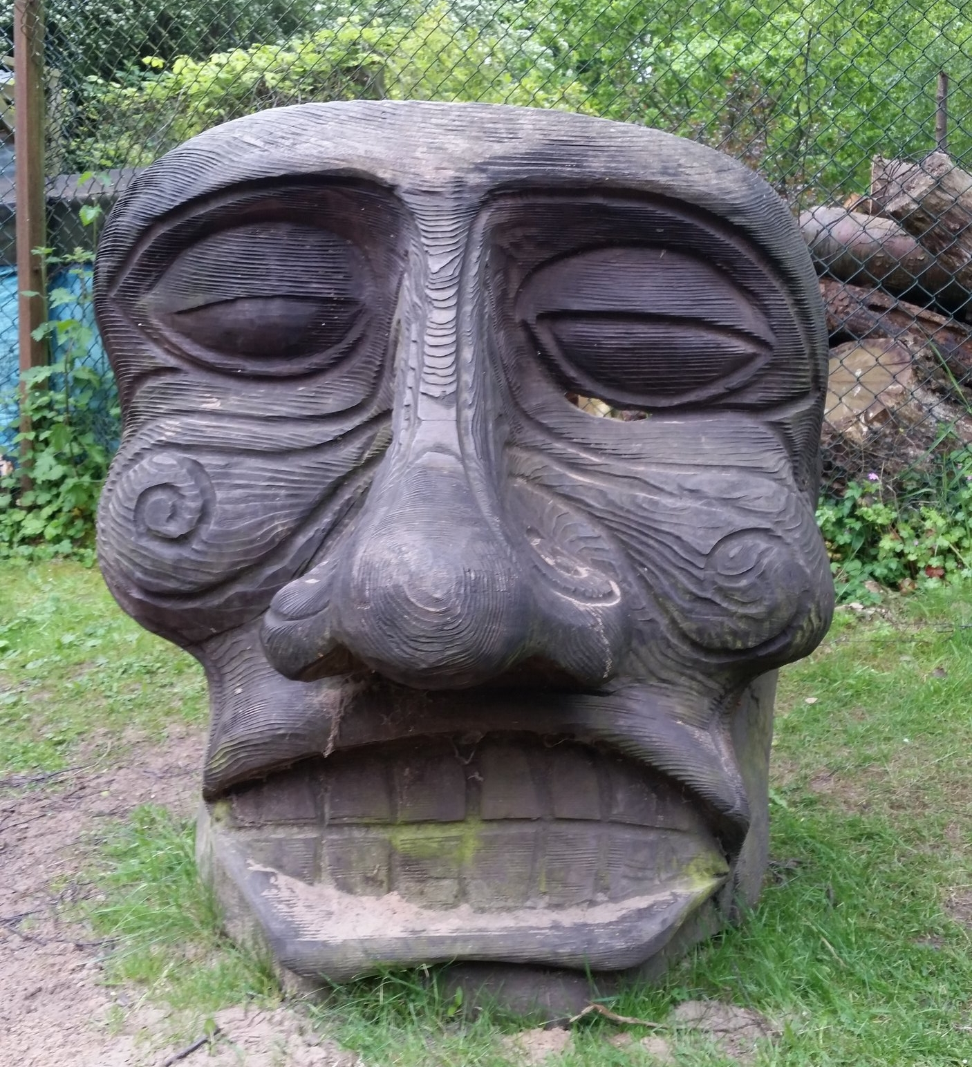 Martineau_garden_wooden_sculpture.jpg