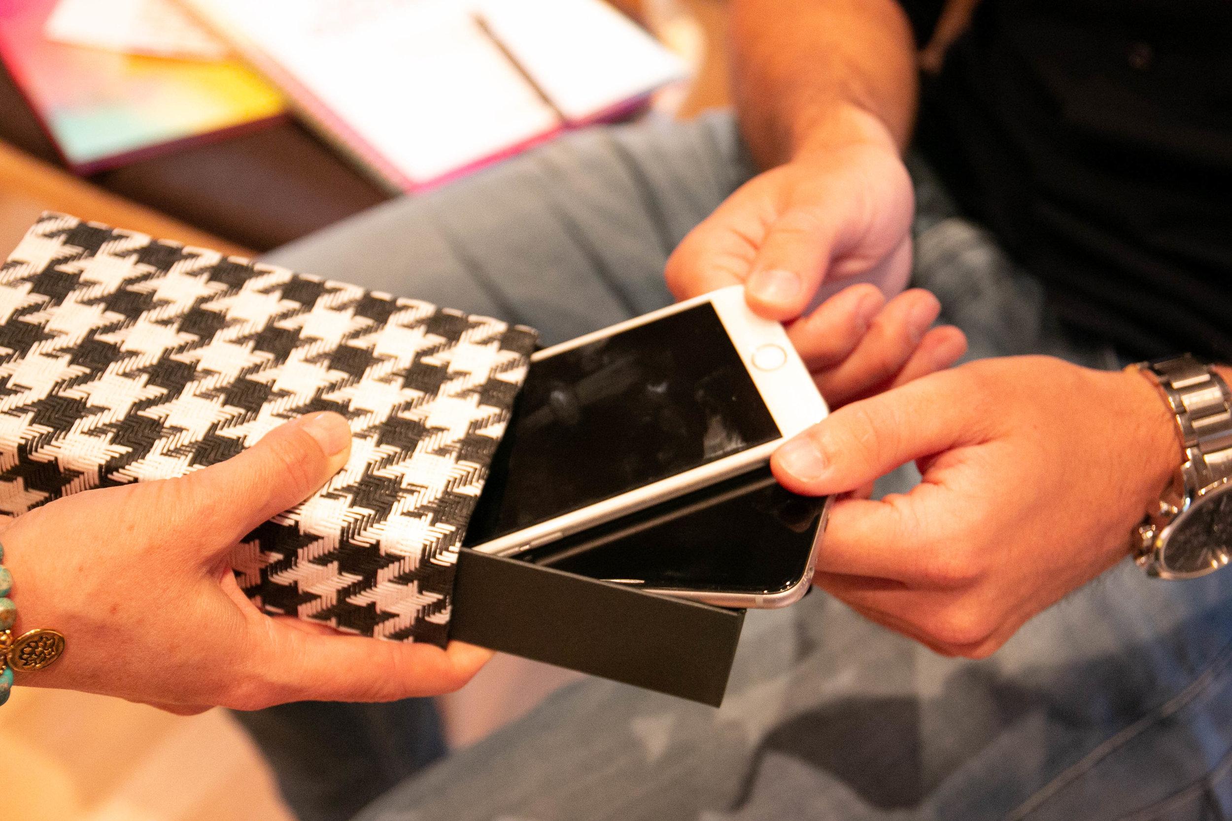 Digital_Detox_Urlaub_Schlosshotel_Fiss_Monika_Schmiderer_SWITCHOFF_SmartphoneboxIMG_9725.jpg