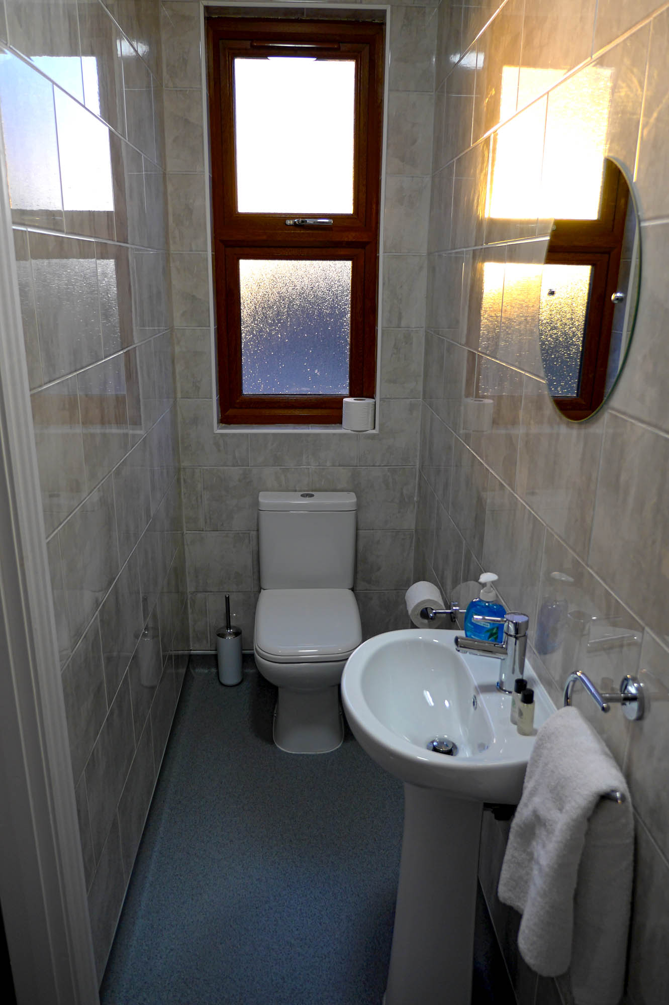 Rosalee - Double Room - Bathroom 01 - 01.jpg