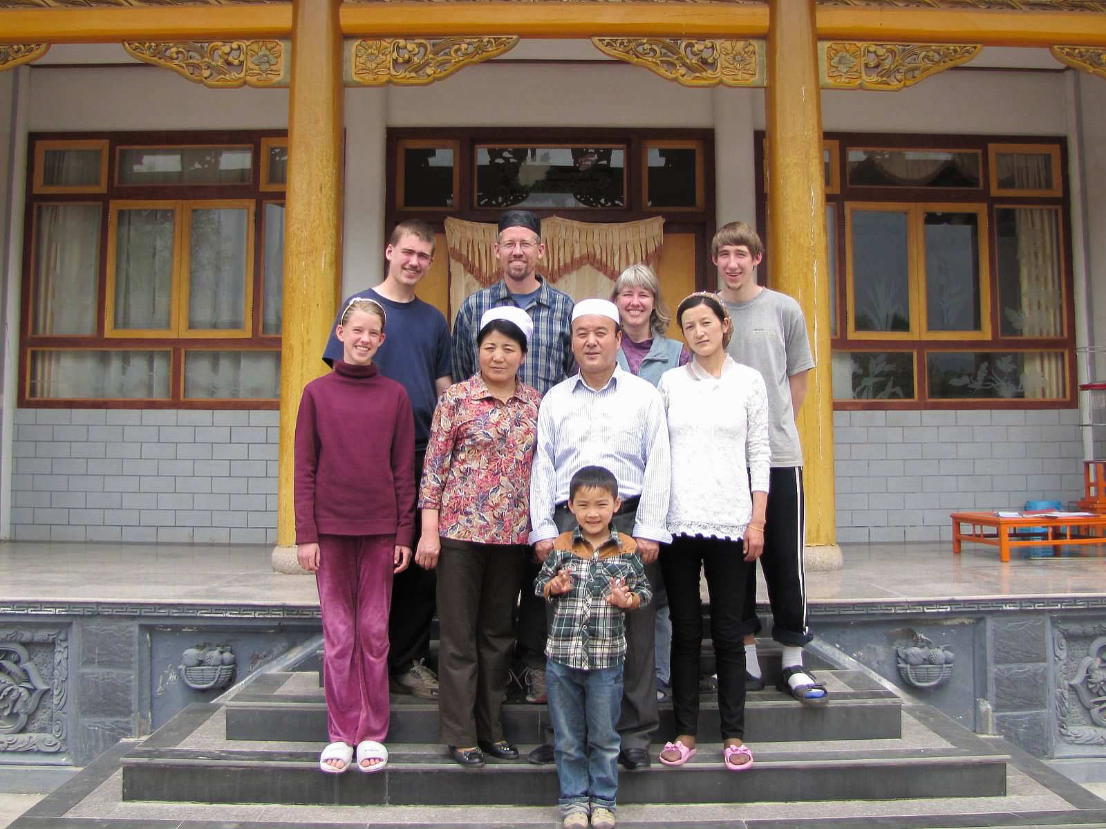 Jodie and her family with their Chinese Muslim host family in the village.
