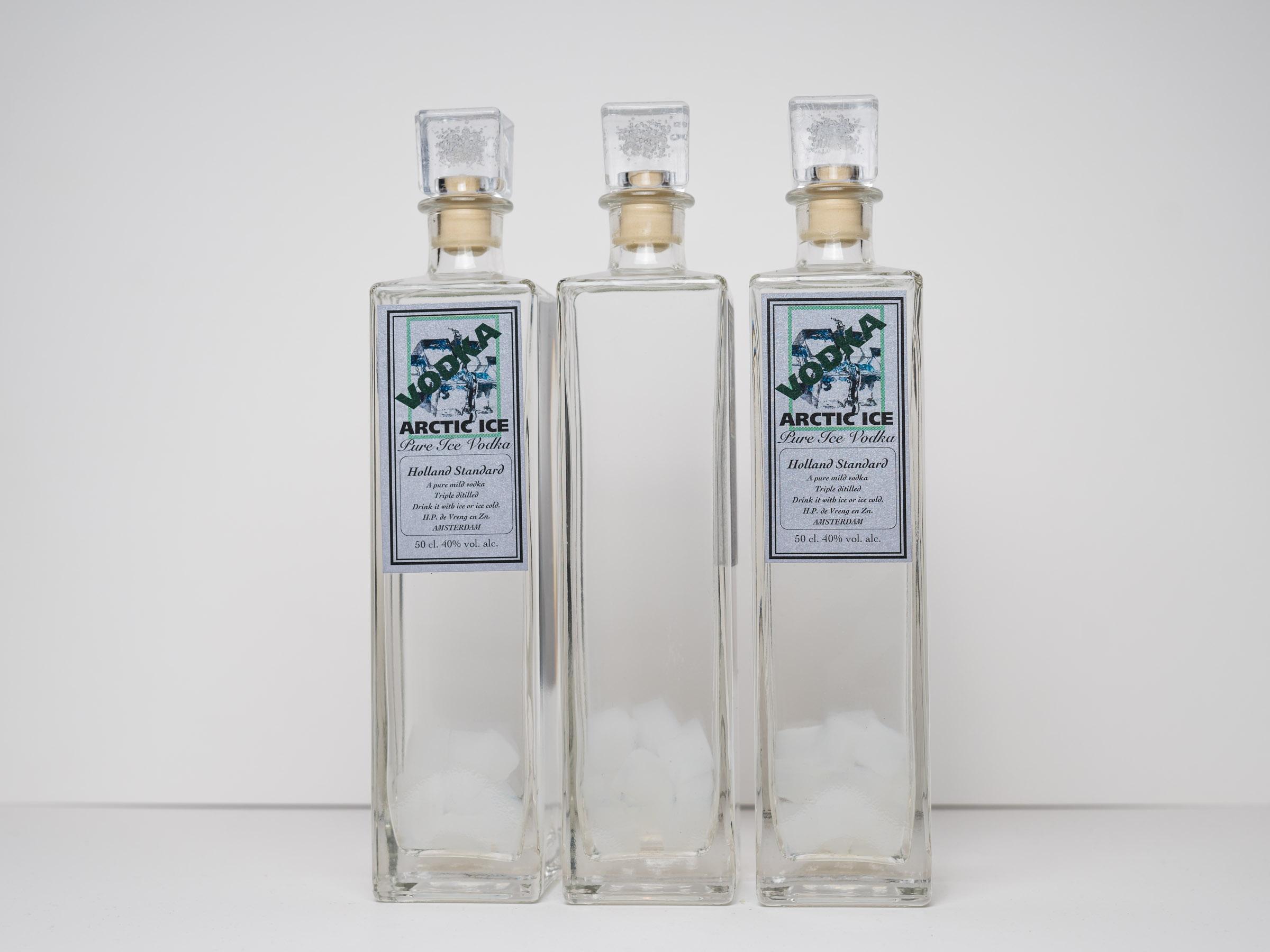 """ARCTIC ICE  Deze vodka wordt gemaakt met zuiverwater uit de arctic. Extra gefilterd en gearomatisseerd met lychee. Ook zitten er """"ijsklontjes"""" in de fles.   500ml.  € uitverkocht"""