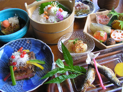 "【 Price 】  15,000JPY / 20,000JPY / 25,000JPY / 30,000JPY  A special seasonal menu that changes throughout the year.  * Tax and service charge are additional. * The ""special seasonal menu"" may include for example- Spring: bamboo shoots, Summer: sea eel, Fall: matsutake mushrooms, Winter: crab or puffer-fish. Across all seasons the course may include: tempura, sukiyaki, sashimi etc."