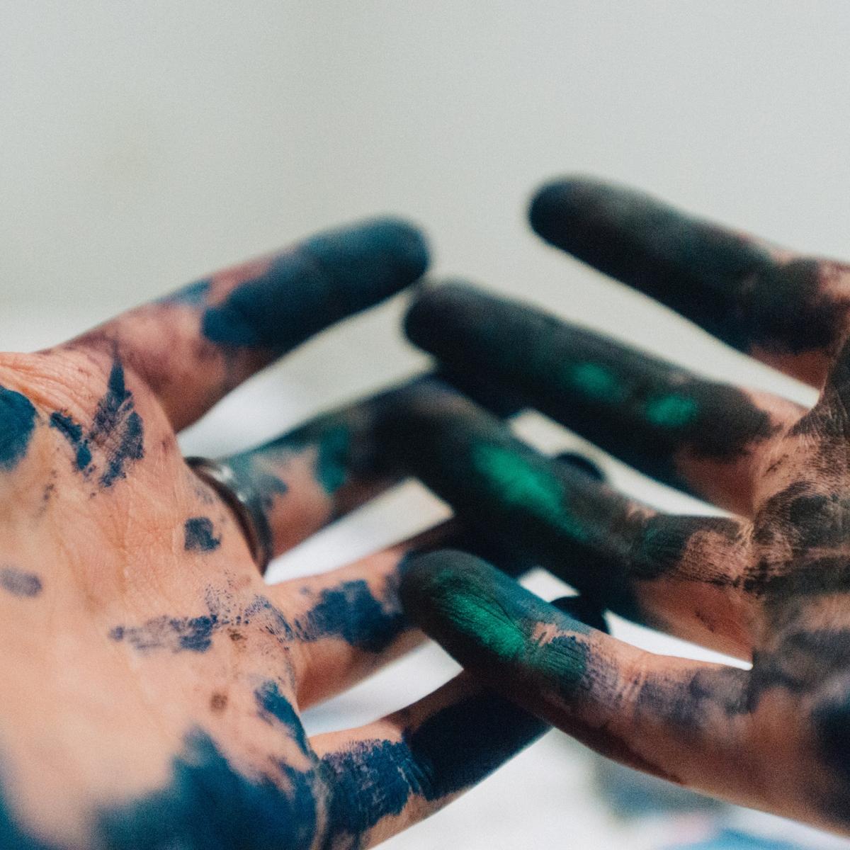 'Flourish - The Art of Creative Living' A year long online creativity school with Nicola Newman ⇨ -