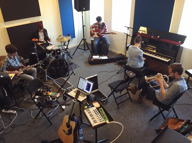 Rehearsing with Anna Rune (BE) and her band as a multi-instrumentalist
