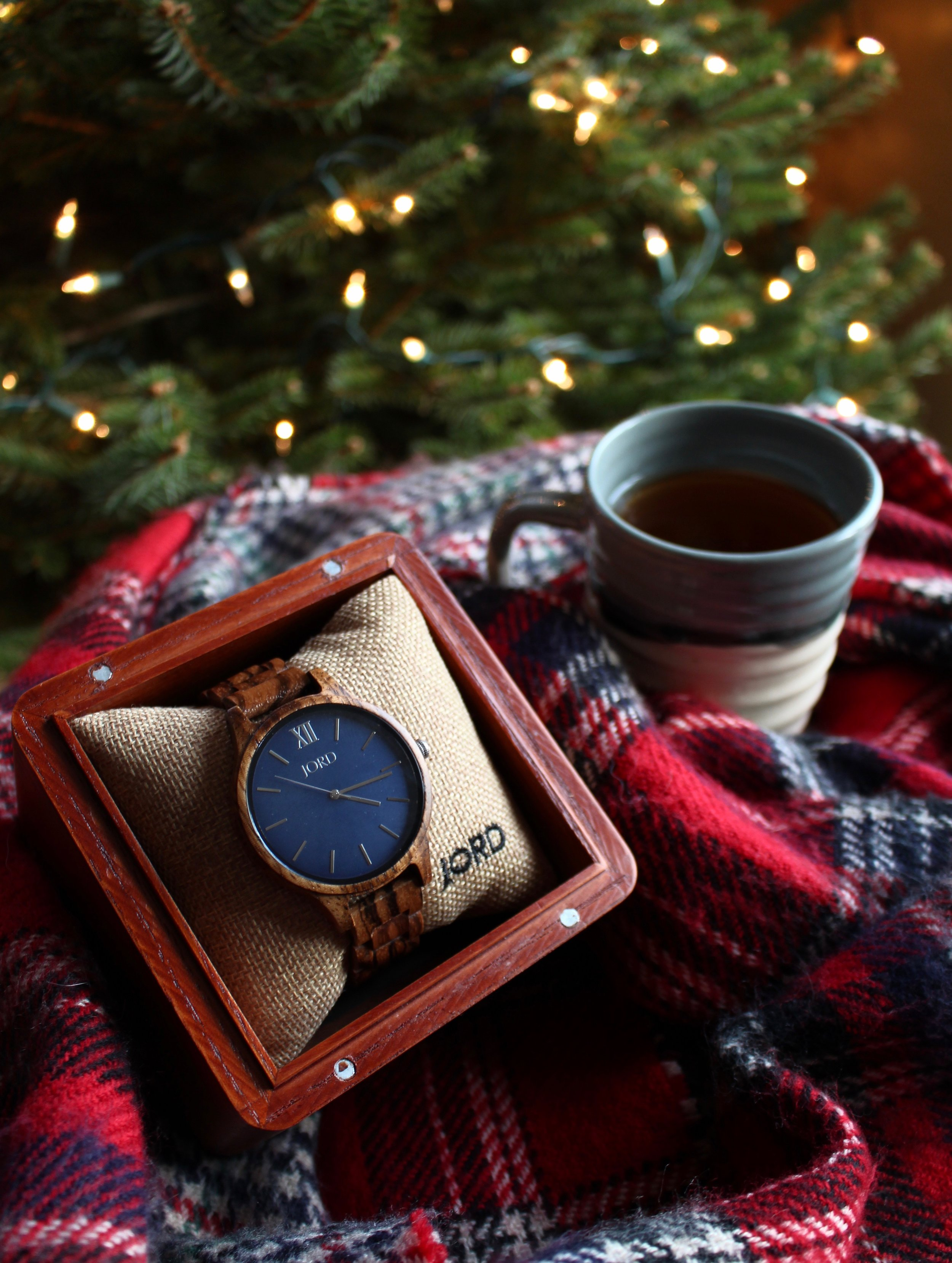 "<!-- JORD WOOD WATCHES ARTICLE WIDGET START -->  <a id=""woodwatches_com_widget_article"" ishidden=""1"" title=""Luxury Wooden Watch"">Luxury Wooden Watch</a>  <script src=""// www.woodwatches.com/widget-article/createnplate "" type=""text/javascript""></script>  <!-- JORD WOOD WATCHES ARTICLE WIDGET END -->"