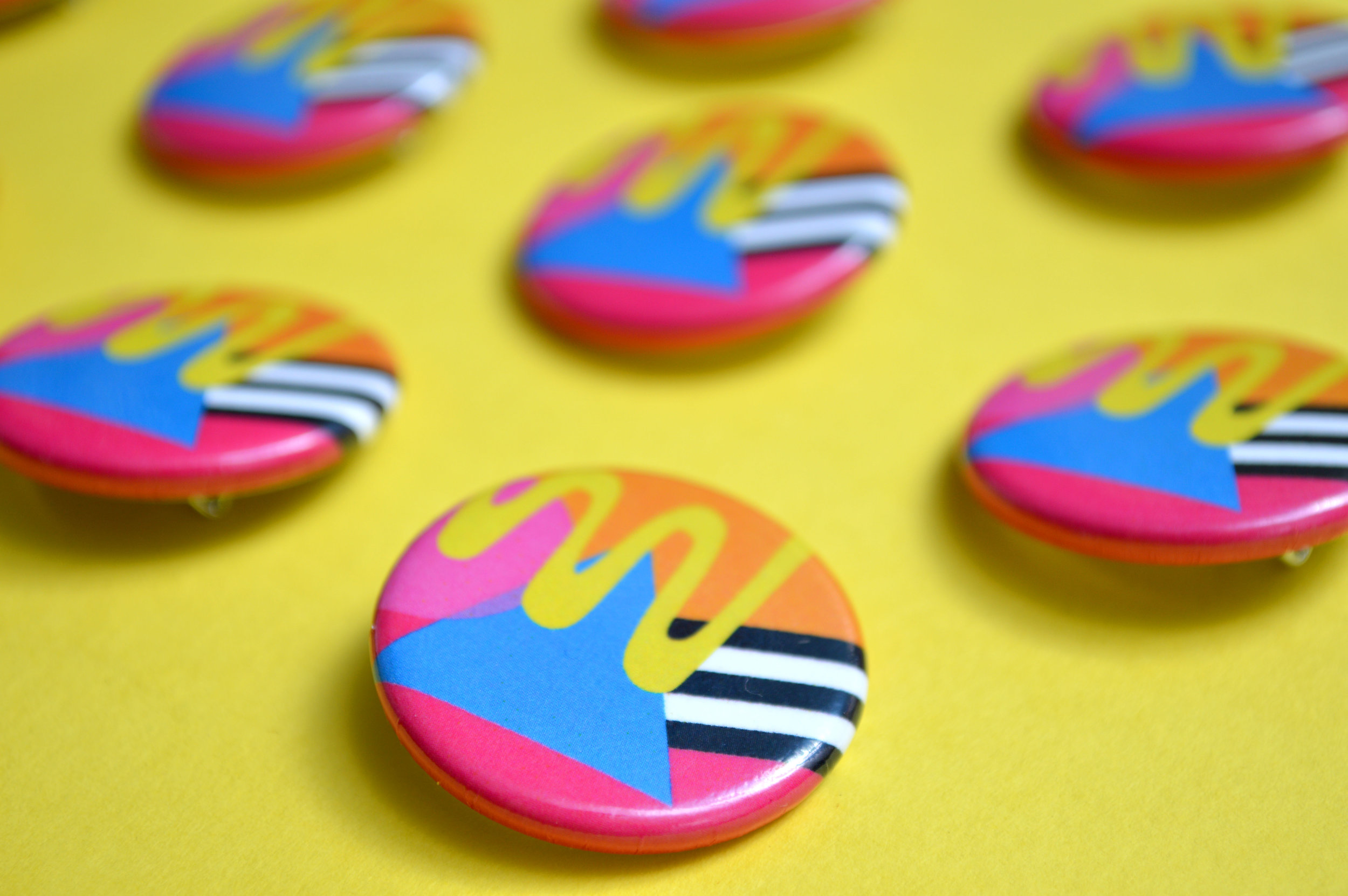 yellow squiggle buttons (yel bkgrd.jpg