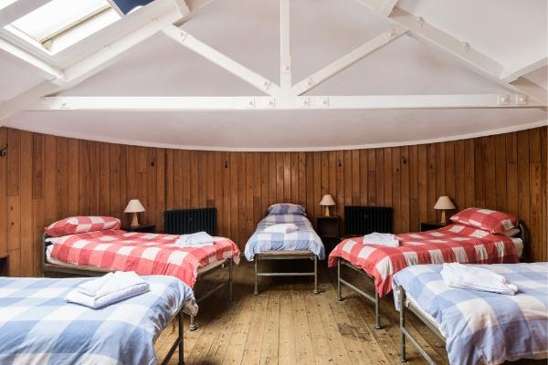 thebarn-interior-bedroom-600x400 lundy.jpg