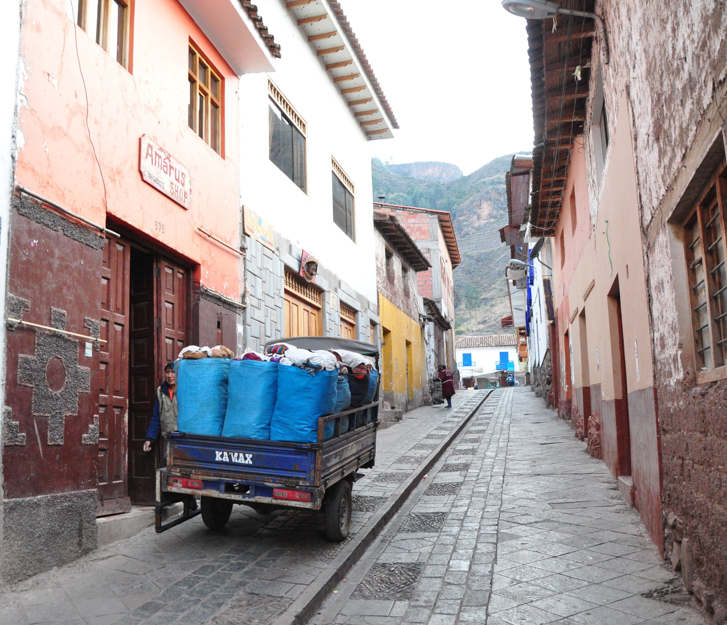 Early morning walk through the streets of Pisaq