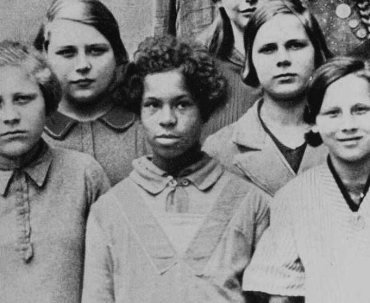 An Afro-German girl in a school photo.