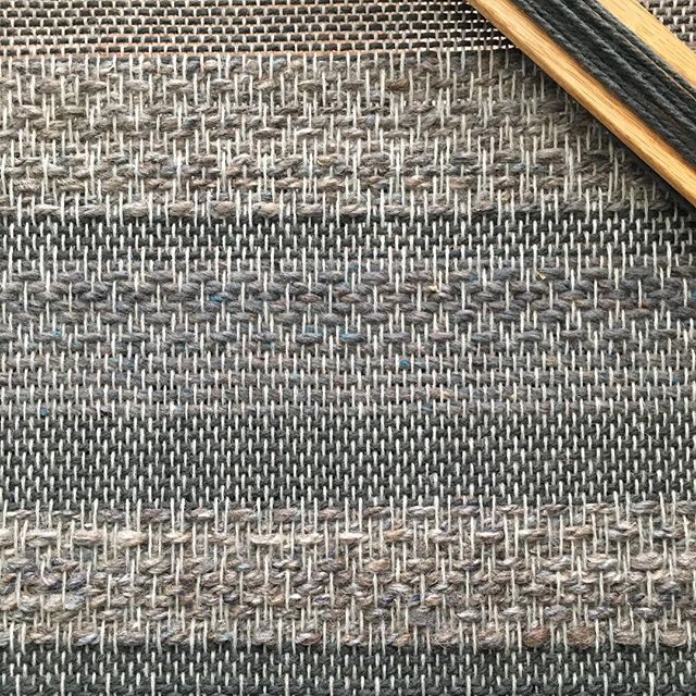 Getting back to some personal projects and boy does it feel good. 〰️〰️ . . . . . #weaving #floorloom #weaversofinstagram #yothyarns #btinthewild #brooklyntweedquarry #handspunyarn #ooak #homedecor #interiordesign #destash