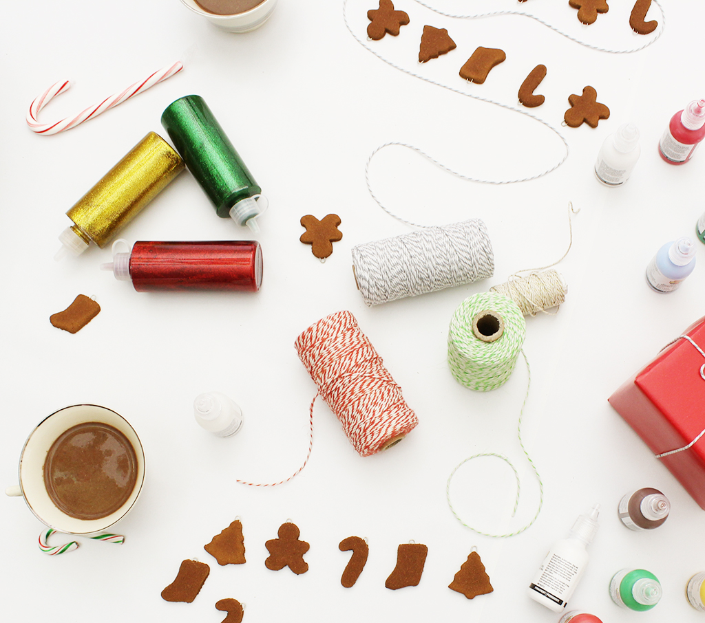 Mini Gingerbread Cookie Garlands + Decorating Party