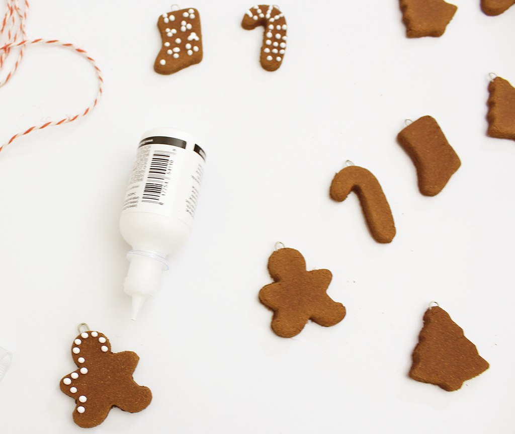 Decorating gingerbread cookie for gingerbread garland